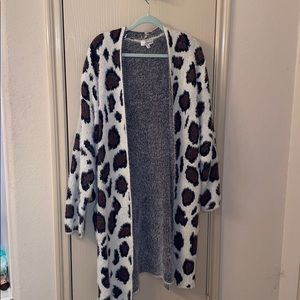 Long cardigan with cheetah print